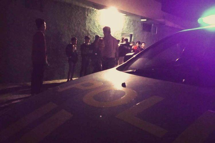 Jajaran Polsek Cianjur kota, Resor Cianjur, Jawa Barat mengamankan belasan pemuda yang kedapatan sedang asyik menenggak miras oplosan di sebuah tanah kosong, di Kelurahan, Cianjur, Sabtu (11/05/2019) malam