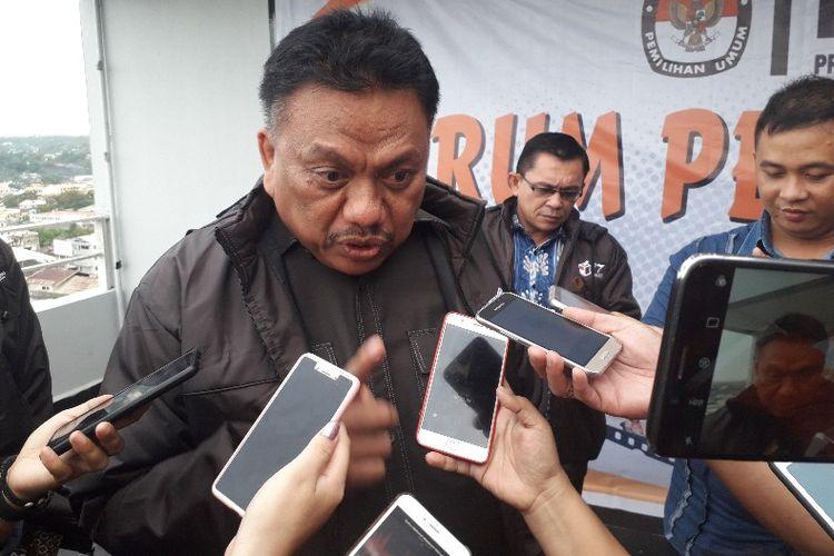 Gubernur Sulut Olly Dondokambey saat diwawancarai wartawan usai menghadiri acara Forum Pemilu Damai di Hotel Peninsula, Manado, Kamis (7/2/2019) pukul 17.30 WITA.