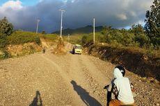 Tiang Listrik di Tengah Jalan Hambat Pembangunan Jalan Sabuk Merah Perbatasan RI-Timor Leste