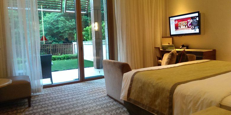 Kamar tipe Deluxe di Equarius Hotel, Resort World Sentosa Singapore. Hotel berkonsep greeny ini bisa menjadi pilihan keluarga anda untuk liburan anak sekolah.