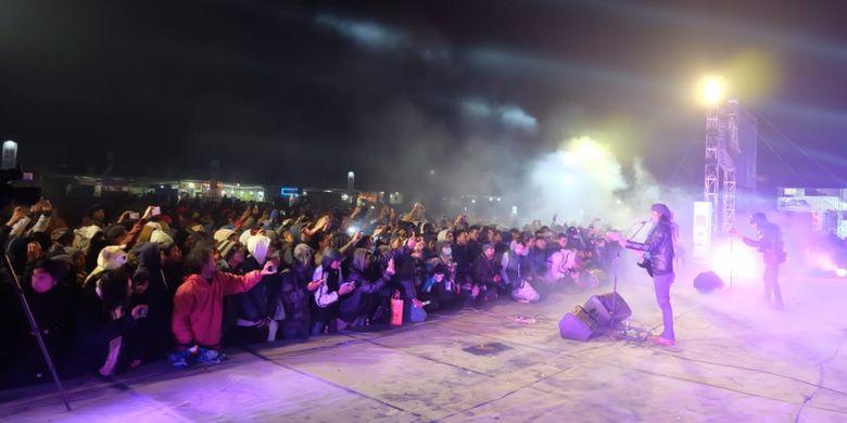 Gugun Blues Shelter saat tampil di Dieng Culture Festival 2018, Jumat (3/8/2018) malam.