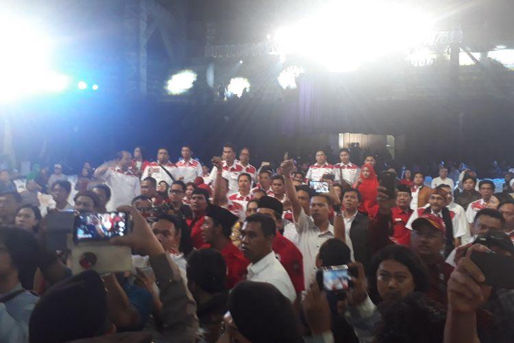 Suasana ricuh ketika jelang penutupan debat publik putaran kedua Pilgub Jabar yang berlangsung di Kampus Universitas Indonesia (UI), Depok, Senin (14/5/2018)