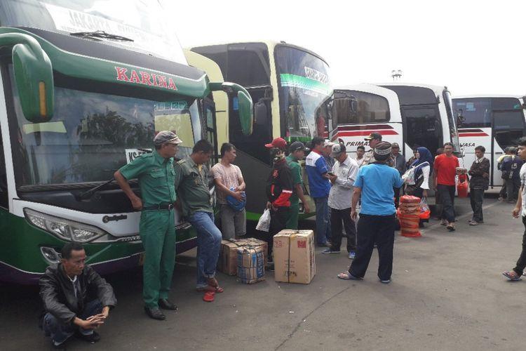 Terminal Tanjung Priok masih kedatangan ratusan pemudik pada Kamis (21/6/2018).