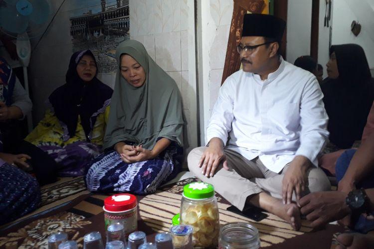 Gus Ipul di rumah duka korban kecelakaan pesawat Lion Air JT 610 di Surabaya, Rabu (31/10/2018) malam