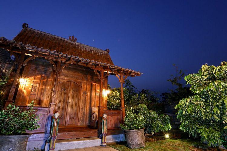 Omah Gladak, rumah jawa yang dapat diinapi tamu di Omah Kecebong, Sleman, Yogyakarta.