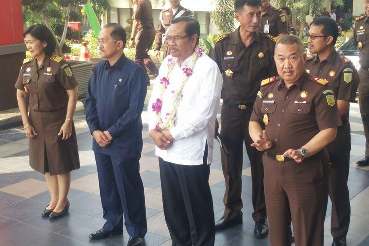 Jaksa Agung HM Prasetyo (tengah)