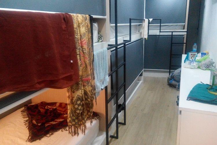 Ruangan kamar di Monkey Nap Hostel, Bangkok, Thailand.