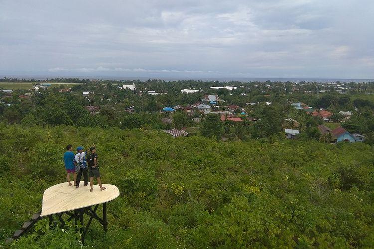 Tim Ekspedisi Bumi Cenderawasih sedang berada di obyek wisata Bukit Satu Hati, Biak, Papua Barat.