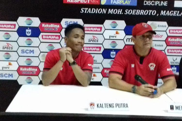Pelatih Kalteng Putra, Gomes de Olivera, saat jumpa pers setelah laga terakhir babak penyisihan Grup C Piala Presiden 2019 di Stadion Moch Soebroto, Sabtu (16/3/2019).