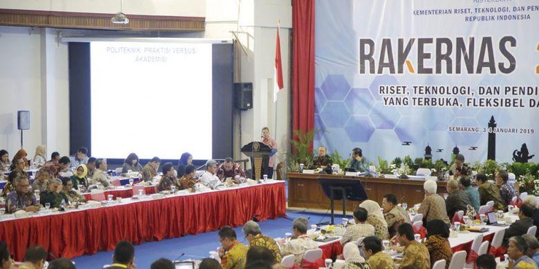 Rapat Kerja Nasional (Rakernas) Kementerian Riset, Teknologi dan Pendidikan Tinggi (Kemenristekdikti) resmi ditutup oleh Menristekdikti Mohamad Nasir di Gedung Soedarto Universitas Diponegoro (4/1/2019).