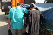 Kisah Para Pemungut Beras di Pasar Induk Cipinang...