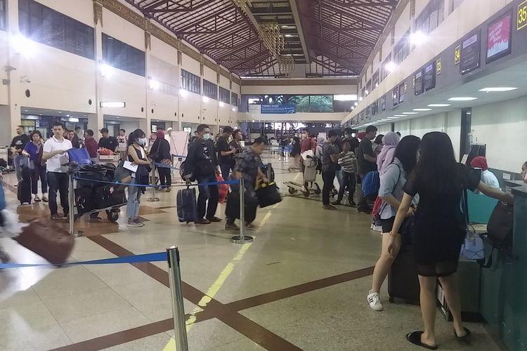 Penumpang mudik di Bandara Internasional Juanda Surabaya
