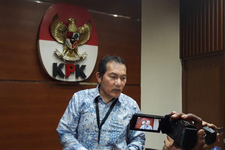 Wakil Ketua KPK Saut Situmorang dalam jumpa pers di Gedung KPK Jakarta, Senin (1/10/2018).