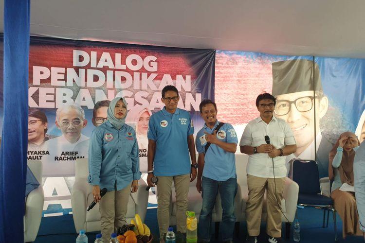 Calon wakil presiden nomor urut 02 Sandiaga Uno menghadiri deklarasi dukungan alumni SMP 12 di Rumah Djoeang, Jakarta, Rabu (27/2/2019).
