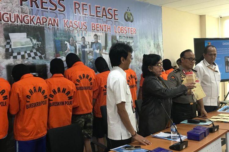 Kasubdit IV Direktorat Tindak Pidana Tertentu Bareskrim Polri AKBP Parlindungan Silitonga (paling kanan) di Bareskrim Polri, Jakarta Selatan, Selasa (13/8/2019).