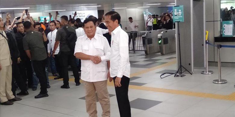 Jokowi dan Prabowo Bertemu di stasiun MRT Lebak Bulus Jakarta Selatan, Sabtu (13/7/2019).