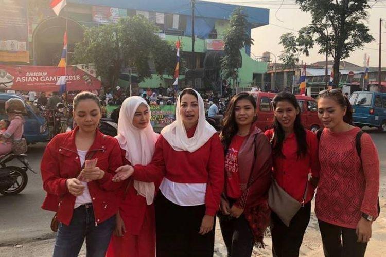 BMP) kembali mengajak masyarakat ikut bergoyang Senam Sehat Goyang Dayung Jokowi. Kali ini, BMP mendatangi warga di Pasar Pondok Labu, Cilandak, Jakarta Selatan, Minggu (09/09/2018) pagi.