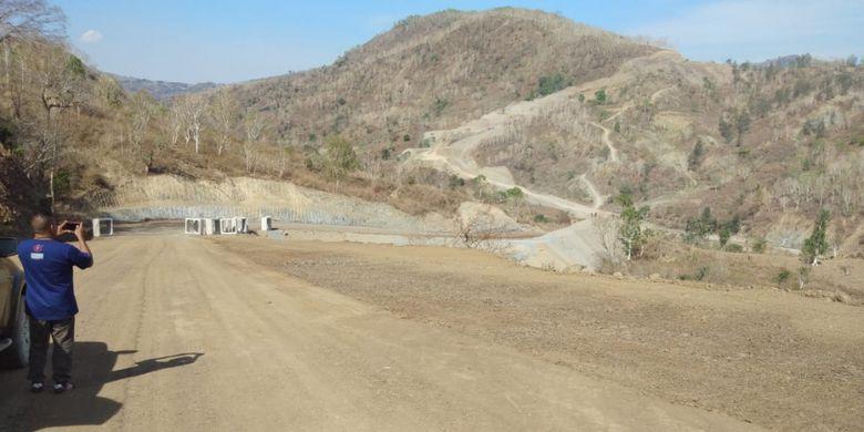 Kondisi aktual Jalan Sabuk Merah yang menghubungkan perbatasan Indonesia-Timor Leste.