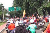 Ratusan Motor Jakmania Lalui Jalur Cepat di Jl Sudirman menuju Balai Kota