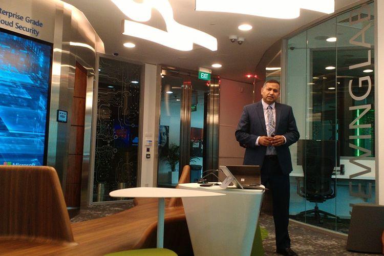 Assistant General Counsel & Regional Direktor Digital Crimes Unit Microsoft Asia, Keshav Dhakad, ketika memberikan penjelasan tentang Cyber Crime kepada media di kantor Microsoft Asia, Singapura, Singapura (15/9/2017).
