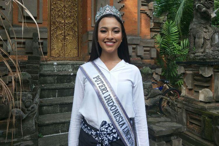 Puteri Indonesia Lingkungan 2018 (Runner Up 1), Vania Fitryanti Herlambang usai menghadiri pemasangan 1.000 spanduk pencegahan kampanye di tempat ibadah di kawasan Jelambar, Jakarta Barat pada Jumat (11/1/2019).