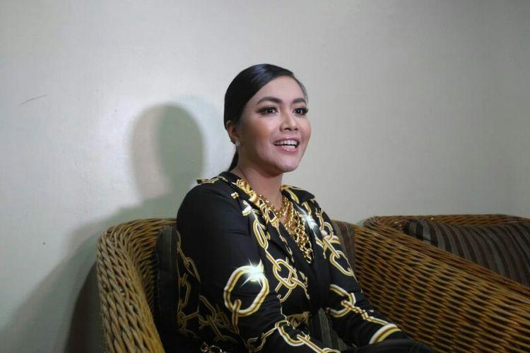 Penyanyi Denada Tambunan saat ditemui dalam acara ulang tahun salah satu televisi swasta di JCC, Senayan, Jakarta Pusat, Jumat (11/1/2019).