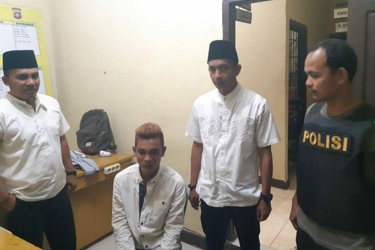 Hasan (21) warga Desa Pematang Panggang, OKI, diamankan di Mapolsek Mesuji usai tertangkap sedang membegal salah seorang sopir kendaraan pick up di jalintim Palembang-Lampung Desa Pematang Panggang, OKI, Kamis (9/5/2019).