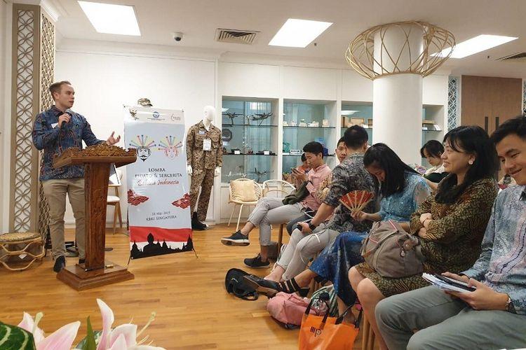 Salah seorang peserta Lomba Pidato dan Bercerita dalam Bahasa Indonesia bagi Penutur Asing sedang menyampaikan pidatonya di KBRI Singapura, Sabtu (18/5/2019)