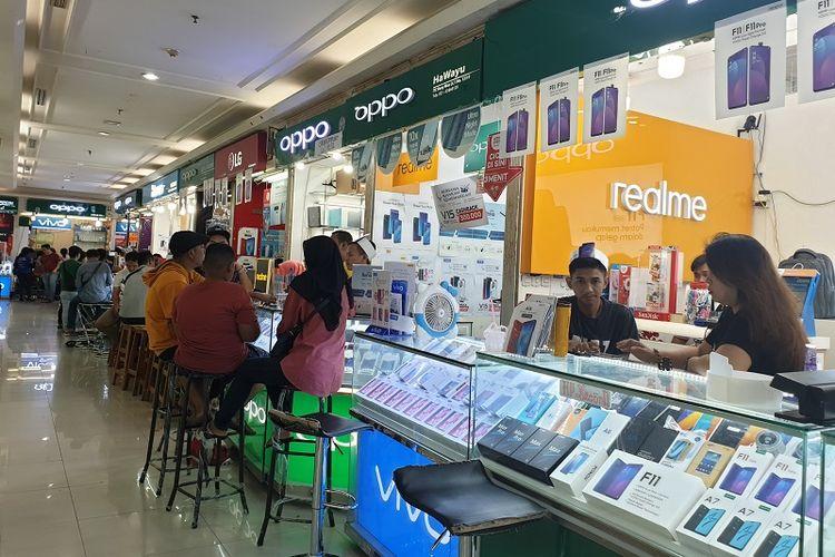 Suasana ITC Roxy Mas, salah satu pusat belanja ponsel terbesar di Jakarta.