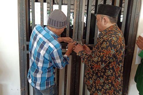 Protes Rektor Dipecat, Mahasiswa Segel Kantor Yayasan Unsuri