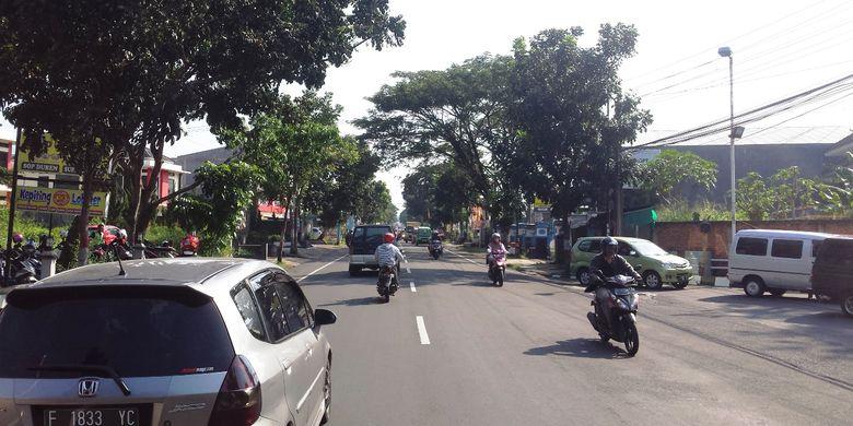 Kondisi ruas jalan Raya Bandung di jalur lintas selatan Cianjur, Jawa Barat, Sabtu (25/05/2019) pagi tampak lengang, namun pada musim mudik dan balik lebaran tahun ini diprediksi akan terjadi peningkatan volume yang drastis imbas dari one way ruas tol Trans Jawa
