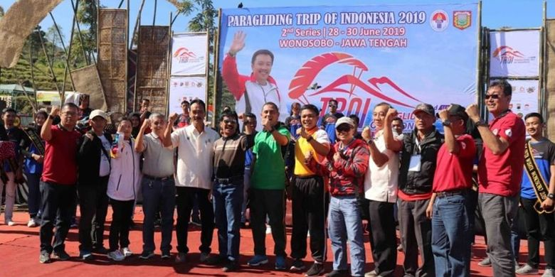 Wonosobo resmi menggelar penyelenggaraan kejuaraan nasional Paralayang Tour of Indonesia (TroI) seri II yang berlangsung di bukit Kekep, Desa Lengkong Kabupaten Wonosobo, Jawa Tengah, pada 28-30 Juni.