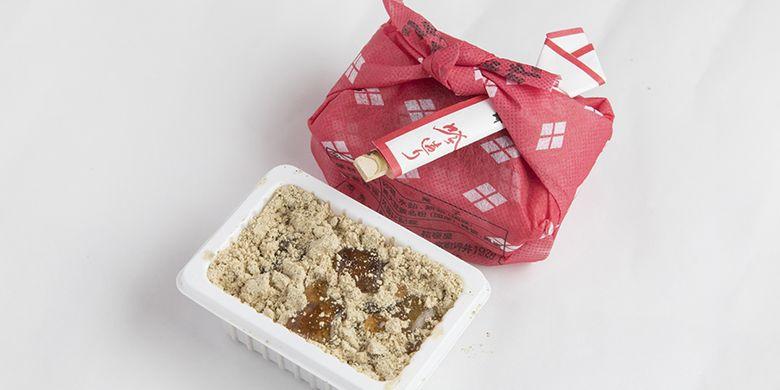 Mochi khas dari prefektur Yamanashi ini dijual dengan harga yang lebih murah di Outlet Pabrik Kikyouya, toko dari pabrik penghasil makanan manis di prefektur ini.