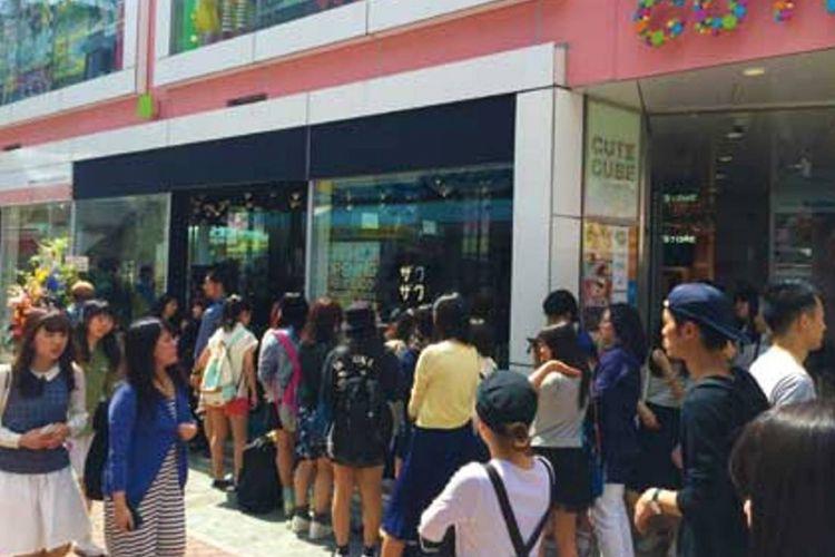 Di Tokyo sangat populer sampai antriannya panjang
