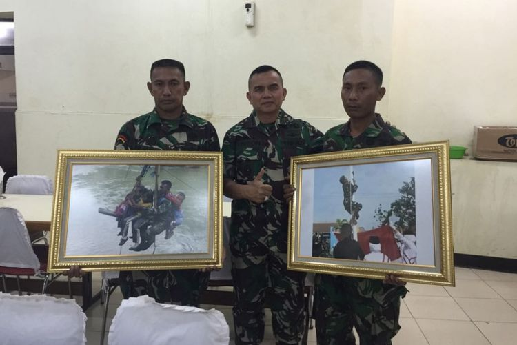 Serda Suyono (far right) Thursday (08/24/2017) was received by Kasad Gen. TNI Mulyono in his office at the TNI head office in Cilangkap, Jakarta to receive a certificate of appreciation and a gift in the form of a bike motor