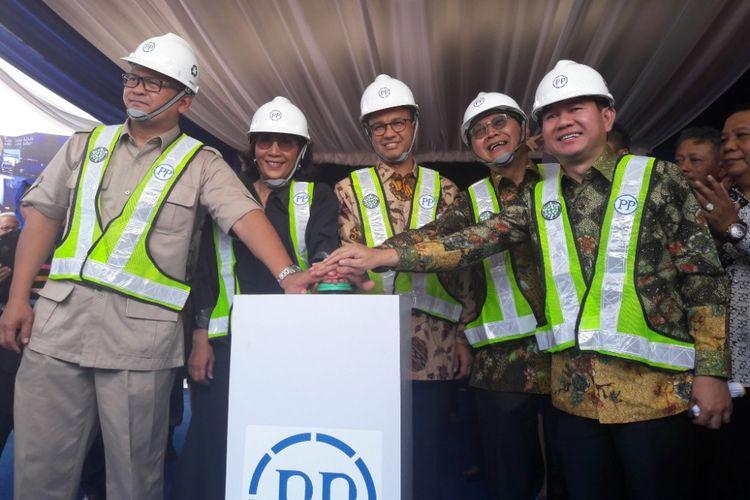 Gubernur DKI Jakarta Anies Baswedan dan Menteri Kelautan dan Perikanan Susi Pudjiastuti menghadiri acara groundbreaking Pasar Ikan Modern Muara Baru, Kamis (8/2/2018)