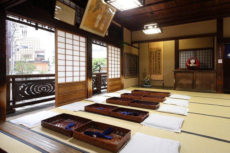 Salah satu ruangan untuk bersantai seusai berendam air panas di Dogo Onsen di Kota Matsuyama, Prefektur Ehime, Jepang.