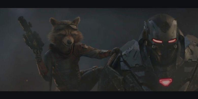 Dalam trailer Avengers: Endgame terbaru penggemar juga dapat melihat momen epik ketika Rocket Raccoon dan War Machine muncul bersama sambil membawa senjata.