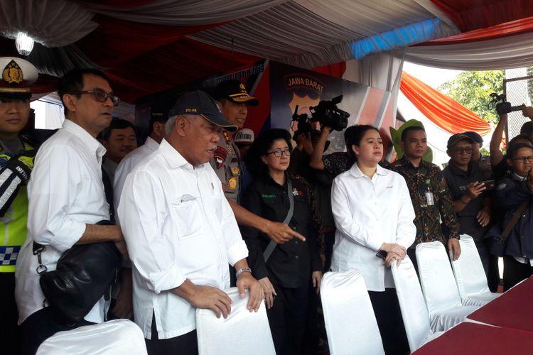 Menteri PUPR Basuki Hadimuljono bersama Menko PMK PUAN maharani di Pos Pam Mudik Olres Garut di Limbangan, Rabu (29/05/2019)