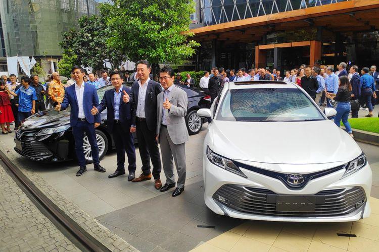 Anton Jimmy, Direktur Pemasaran baru TAM (paling kiri) bersama BOD TAM lainnya, dalam peluncuran All New Camry di Kuningan, Jakarta Selatan, Selasa (8/1/2019)