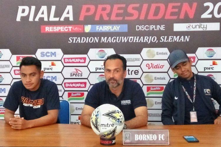 Pelatih Borneo FC Fabio Lopez dan Ambrizal Umanailodalam jumpa pers di Stadion Maguwoharjo, Sleman Kamis (14/03/2019)