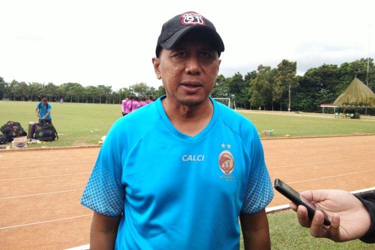 Pelatih Sriwijaya FC Rahmad Darmawan saat ditemui usai memimpin latihan sore di Lapangan Secapa AD, Bandung, Rabu (24/1/2018).