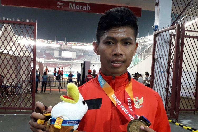 Atlet para-atletik Indonesia, Sapto Yogo Purnomo berhasil menyumbangkan emas untuk Indonesi di nomor lari 100 meter T37 pria yang berlangsung di Stadion GBK, Jakarta, Selasa (8/10/2018) petang. Ini merupakan emas kedua yang disumbangkannya.