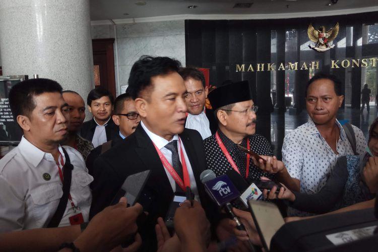 Kuasa Hukum Hizbut Tahrir Indonesia (HTI) Yusril Ihza  Mahendra saat ditemui di Mahkamah Konstitusi, Jakarta Pusat, Senin (7/8/2017).