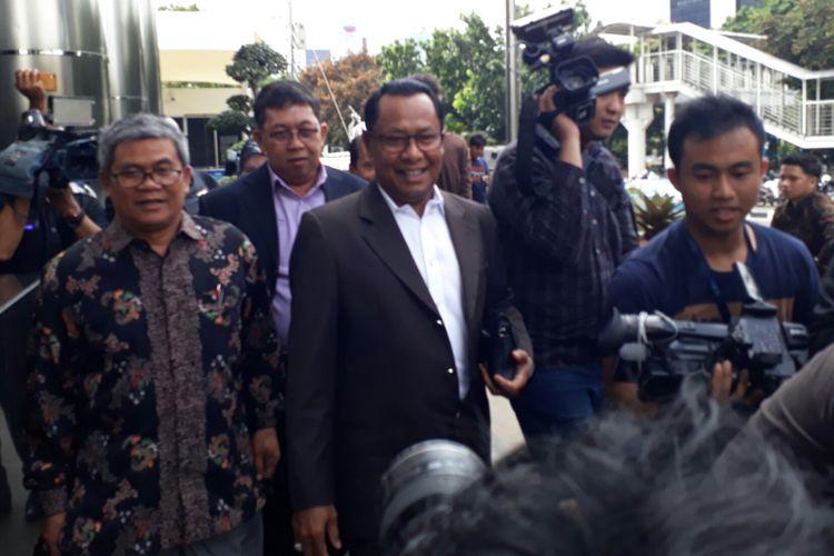 Kuasa hukum Fredrich Yunadi, Sapriyanto Refa di gedung KPK, Jumat (12/1/2018)