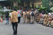 Gempa, PNS DKI Tak Lupa Bawa Tas Saat Berlarian ke Luar Gedung Balai Kota
