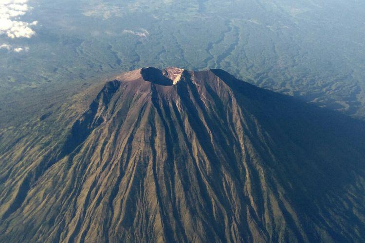 Gunung Agung difoto dari udara, beberapa waktu lalu.