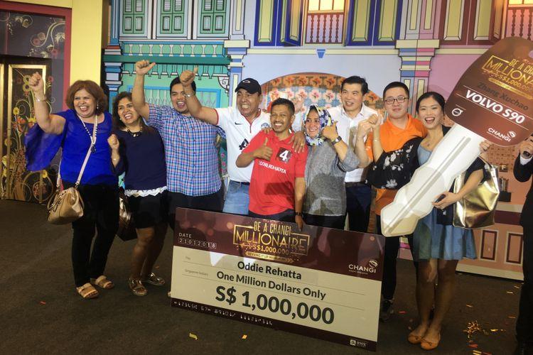 Oddie Rehatta memenangi undian uang tunai sebesar satu juta dollar Singapura