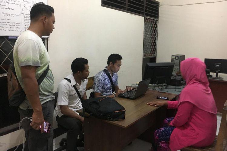 Mataram, Kompas.Com- EW tenfah menjalani pemeriksaan  oleh aparat karena disangkakan menyebarkan berita bohong atau hoax soal gempa di Sumbawa