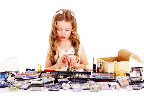 Paparan Bahan Kimia 'Make Up' Bikin Anak Perempuan Pubertas Dini